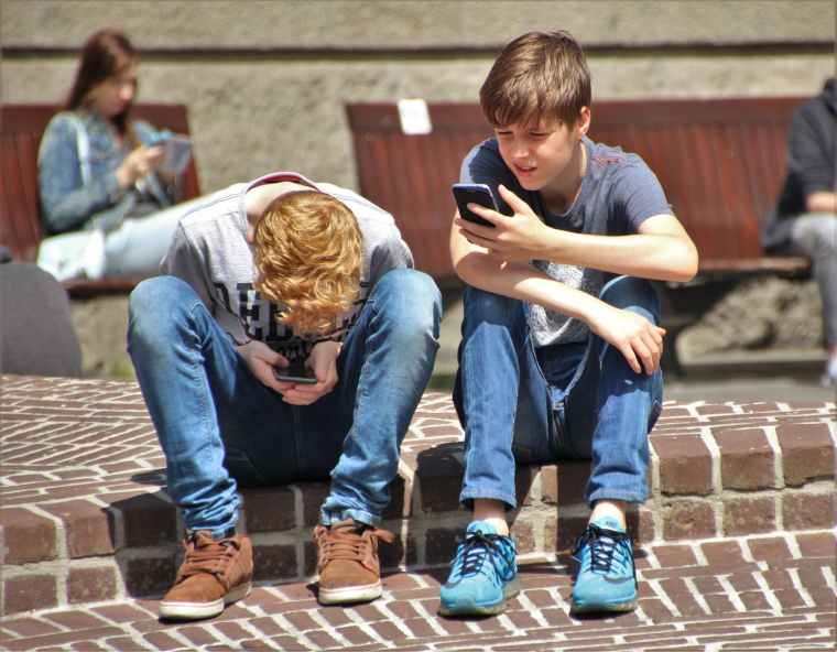 smart phone and kids